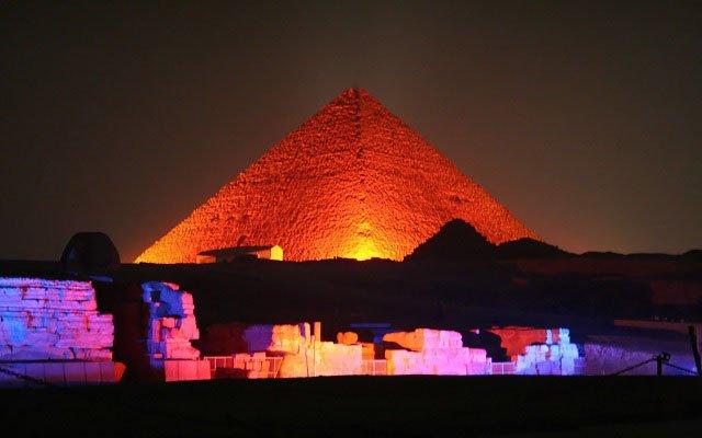 Luz y Sonido en las Pirámides Con Cena $60